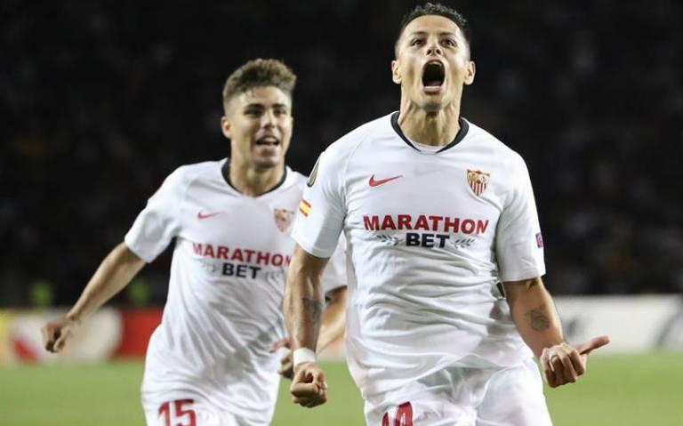 Chicharito anota un golazo en triunfo de Sevilla en la Europa League