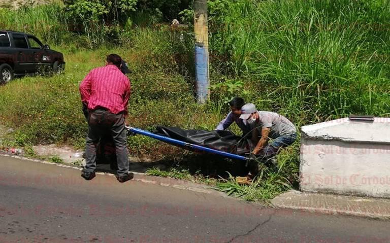 Hallan cadáver de hombre en ribera de río