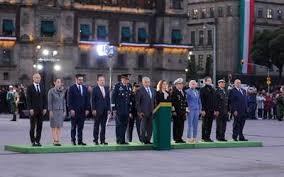 AMLO encabeza izamiento de bandera para recordar a víctimas de los sismos de 1985 y 2017