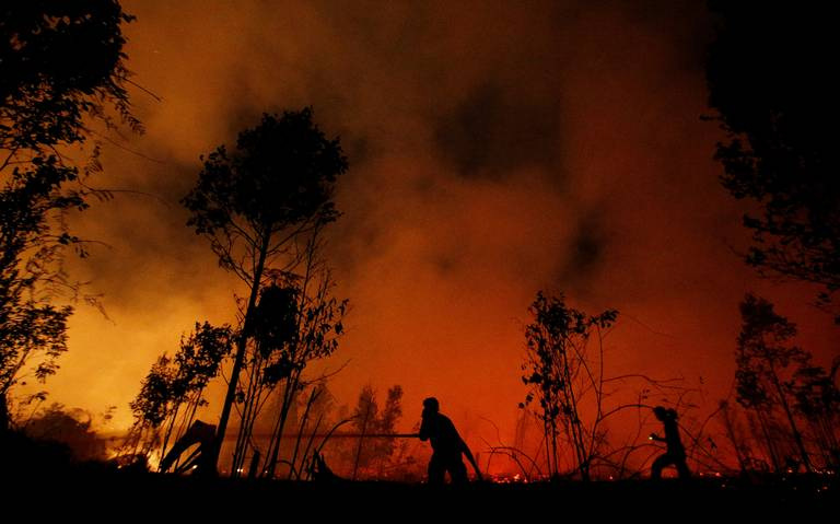 Incendios tiñen de rojo a Indonesia