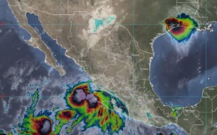 Huracán Lorena causa fuertes lluvias al tocar tierra en Jalisco