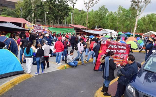 Morena pide no criminalizar protestas de maestros