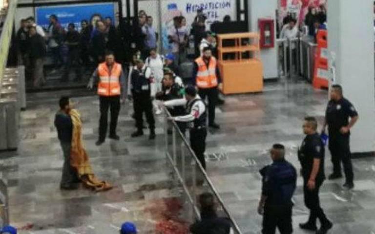 Hombre intenta degollarse en pasillos del metro Pantitlán