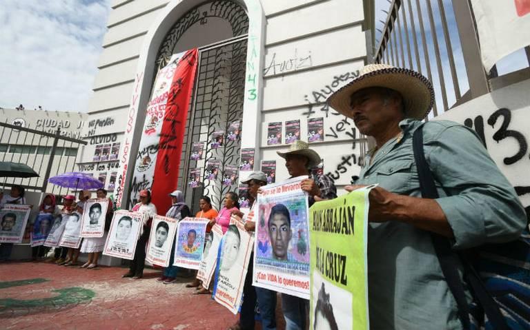 Amparan a más policías del caso Iguala