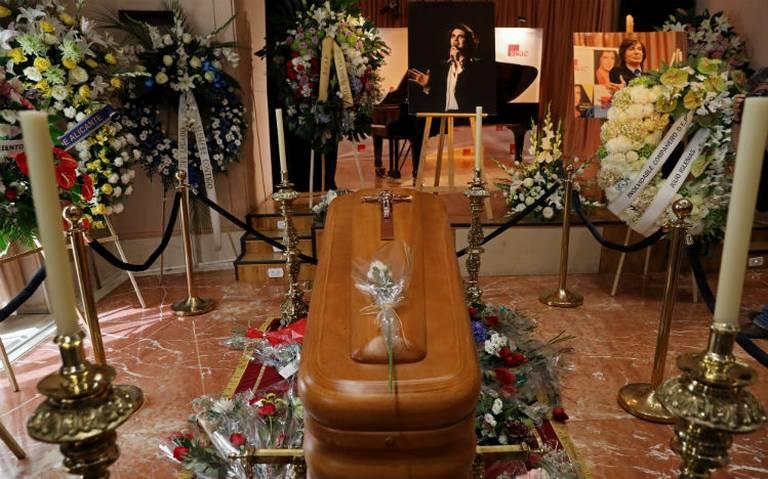 Miles de personas en Madrid dan el último adiós a Camilo Sesto