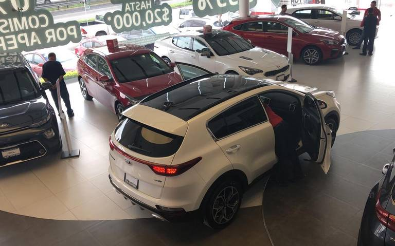 Alertan desplome de 9.9% en venta de autos