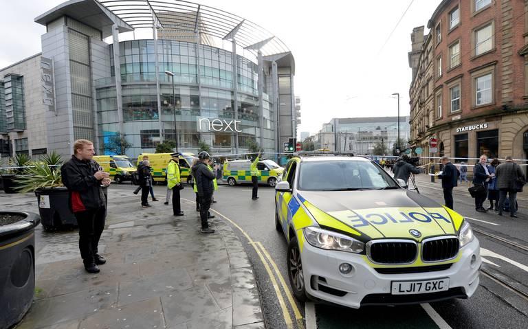 Policía antiterrorista investiga ataque con cuchillo en Manchester que dejó 5 heridos