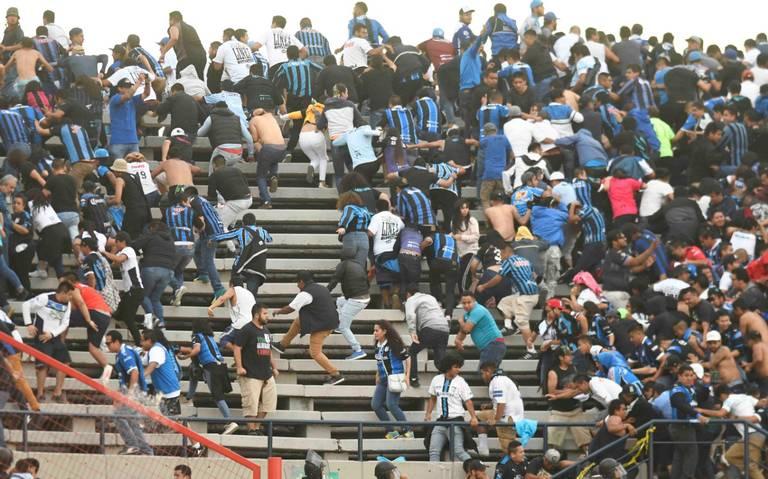 """Se armó la """"bronca"""" entre la porra del Querétaro y aficionados del San Luis"""