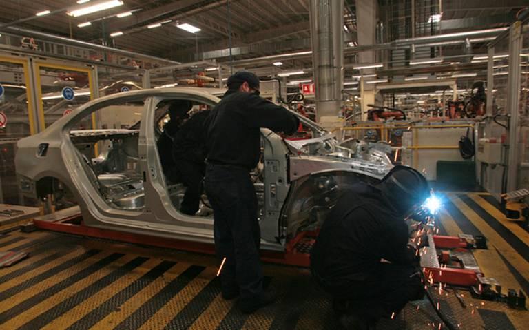 Frena Volkswagen producción del Jetta por 16 días en Puebla