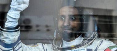 ¡Un héroe! Al Mansouri, el primer astronauta emiratí, regresa a la Tierra