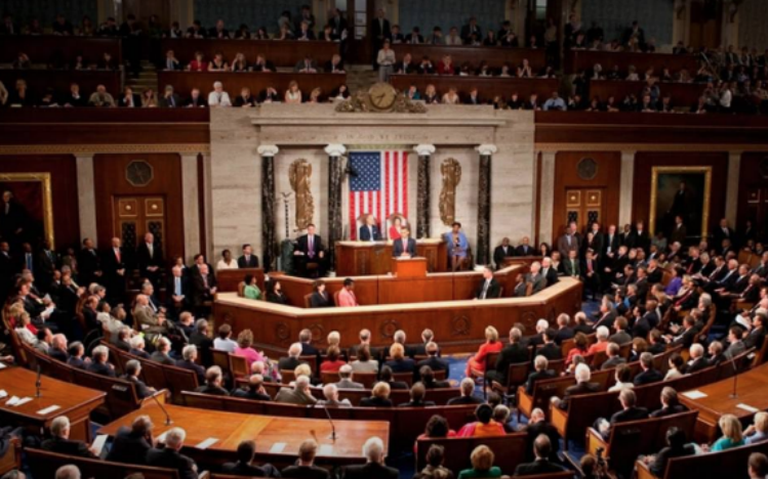 Congreso de EU aprueba proceso para juicio político a Trump