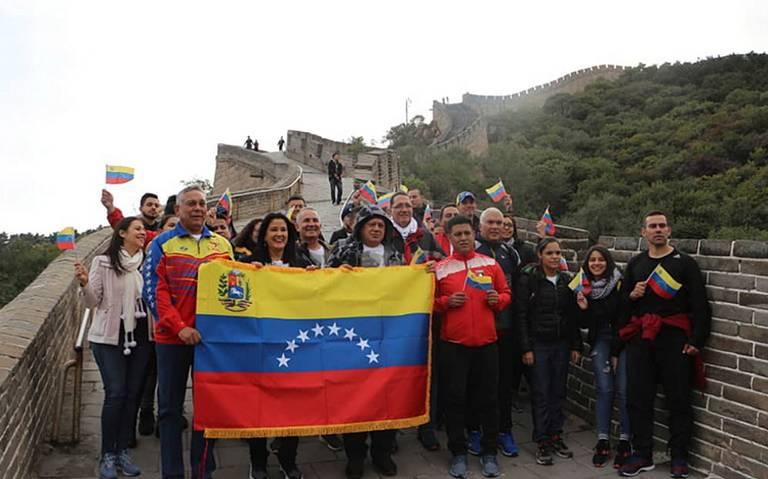 Diosdado Cabello imita a Hugo Chávez y recorre parte de la Gran Muralla China