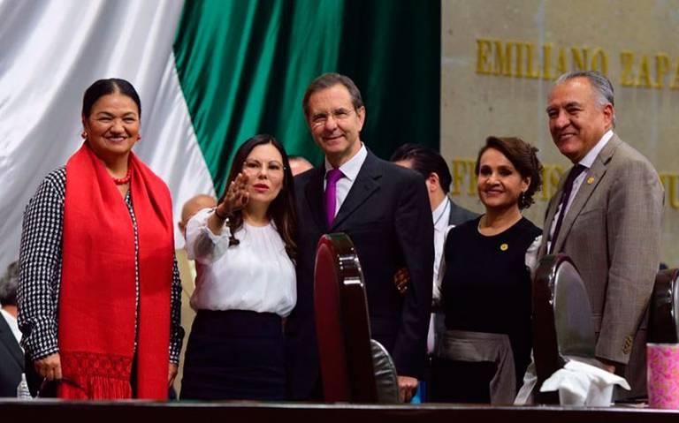 Vamos a terminar con el huachicol educativo, reitera Esteban Moctezuma ante diputados