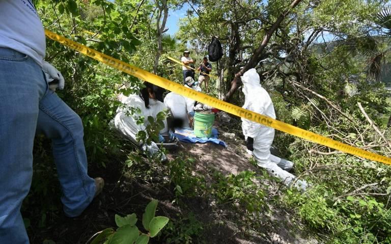 Localizan restos de al menos tres personas en fosas clandestinas en Chilpancingo