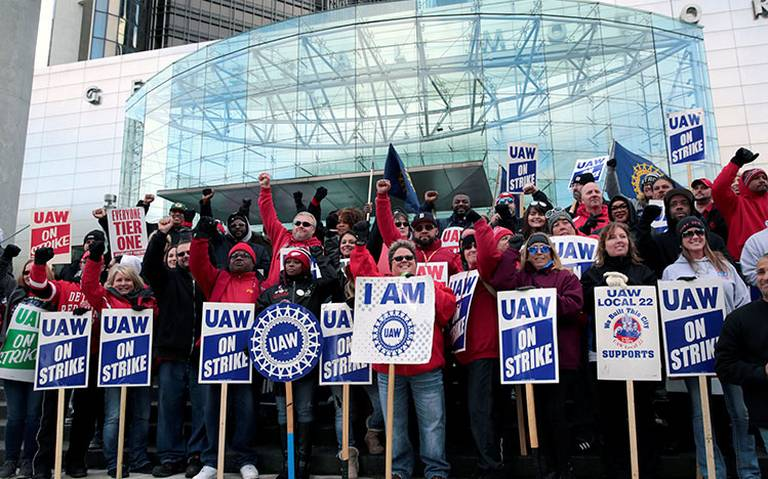 Finaliza huelga en General Motors; trabajadores aprueban nuevo contrato