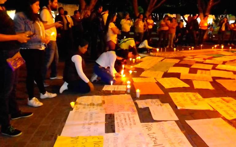 Encienden velas y protestan por estudiantes asesinados en Celaya