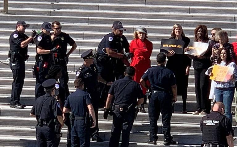 Detienen a Jane Fonda en protesta por cambio climático