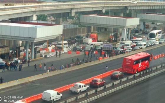 Recicladores bloquean accesos a la Ciudad de México