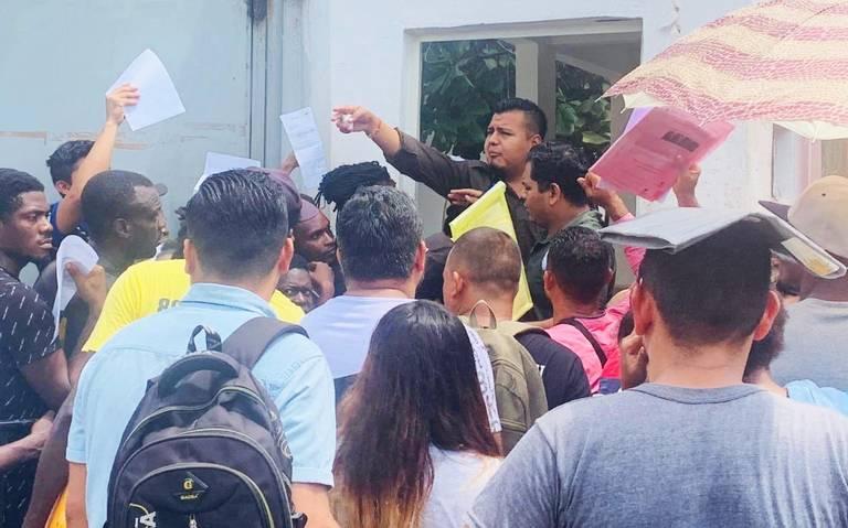 Estafan a migrantes varados en Tapachula, acusa Pueblo sin Fronteras