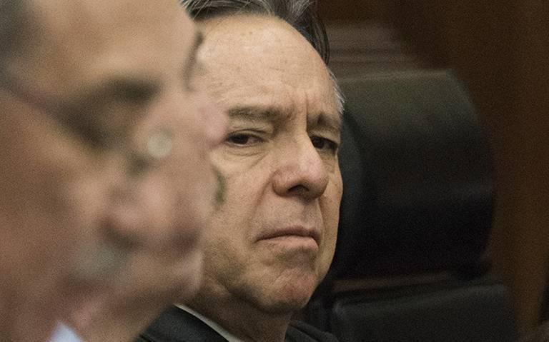 Corte sesiona con caras largas y frialdad sin ministro Medina Mora