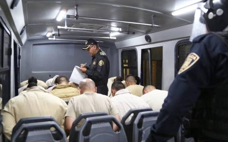 Trasladan a 110 presos peligrosos de reclusorios