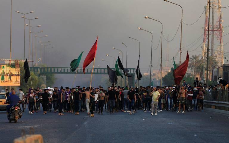 Protestas en Irak dejan 19 muertos; decretan toque de queda