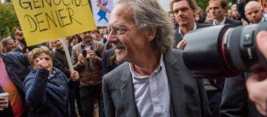 Piden retirar Nobel de Literatura a Peter Handke