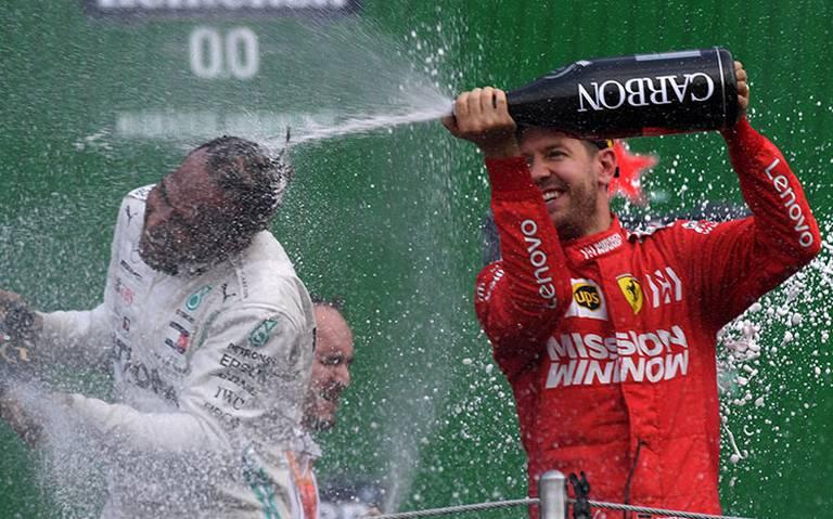 ¡Es una mier$%! Vettel estalla contra trofeo y mascota del GP México