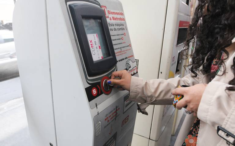 La odisea de comprar una tarjeta en el Metrobús