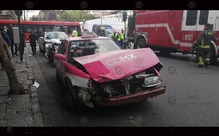 Tres policías quedan heridos tras choque con taxi en la Cuauhtémoc