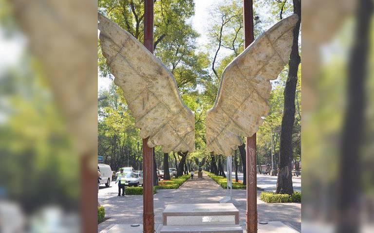 """Escultura Alas de México """"vuela"""" a otro punto de Paseo de la Reforma"""
