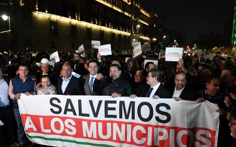 Alcaldes piden más recursos para PEF 2020 frente a Palacio Nacional