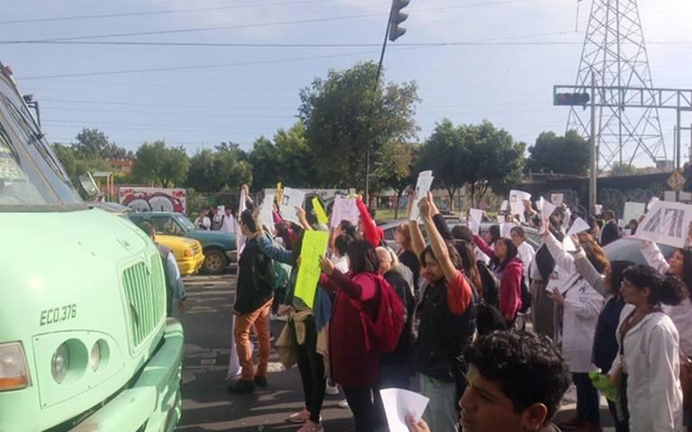 Bloquean profesores y alumnos Eje 6 por desaparición de académico de UAM Iztapalapa