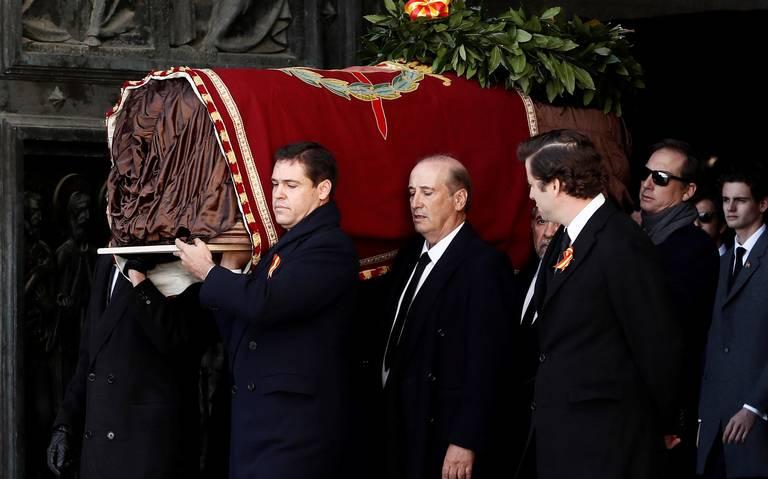 España exhuma al dictador Francisco Franco 44 años después de su muerte