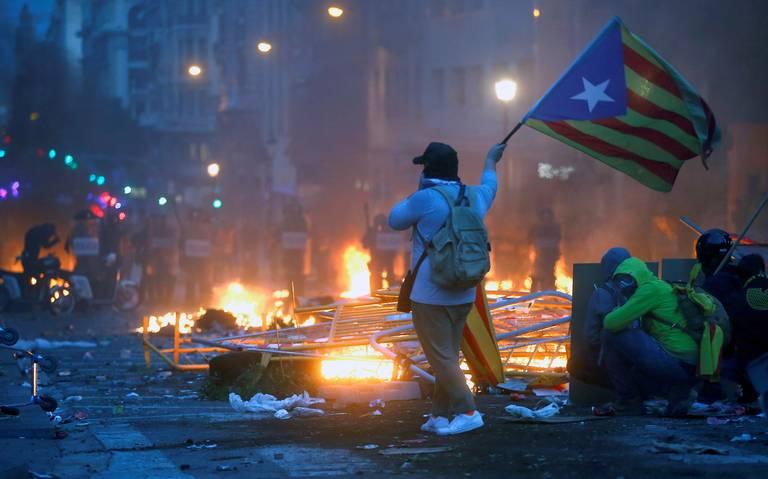 Huelga general en Cataluña se desarrolla en escenario violento