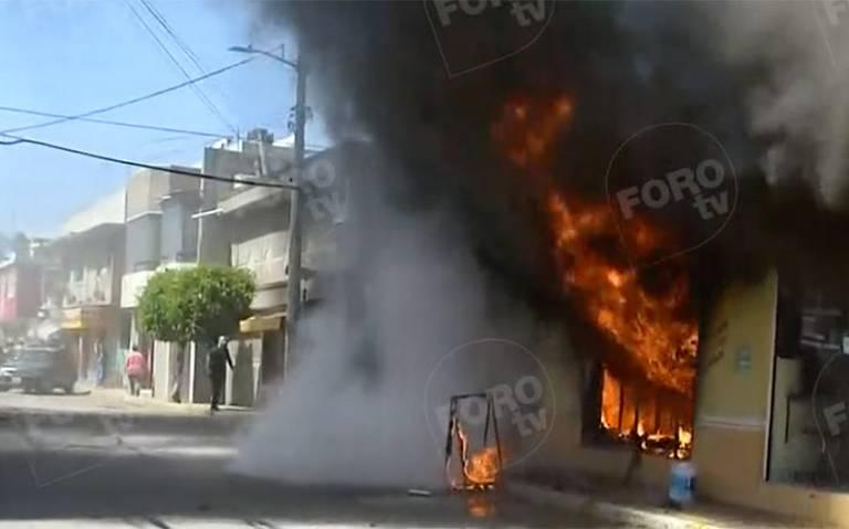Fuerte incendio en tlapalería de Ecatepec deja una mujer muerta