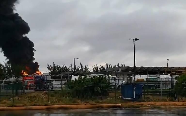 Controlan incendio en complejo Pajaritos de Pemex