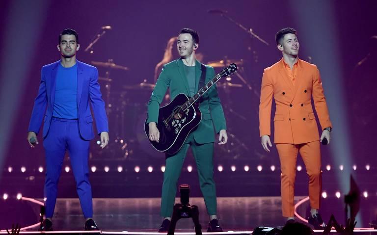 Enloquecen Jonas Brothers a fans mexicanos