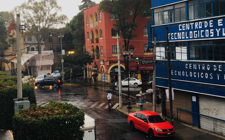 ¡No salgas sin paraguas! Amanece con lluvia la CDMX