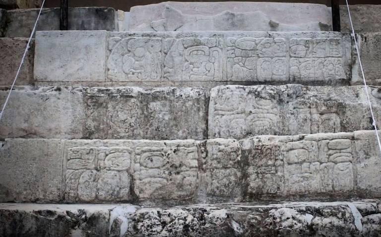 Con tecnología recrean réplica de escalera jeroglífica maya