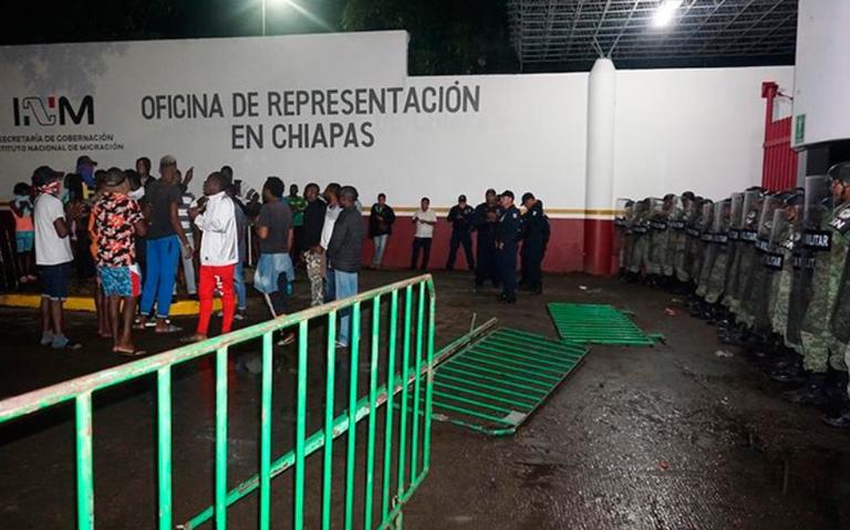 Migrantes y Guardia Nacional se enfrentan en Tapachula