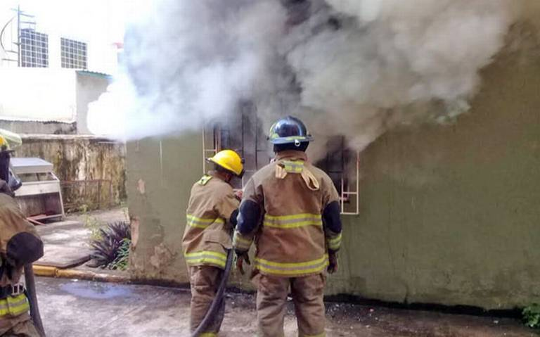 Arde departamento en El Espejo I