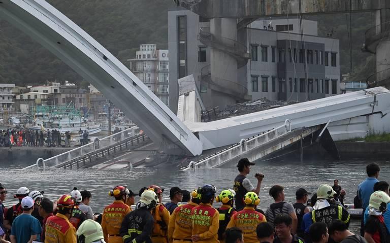 [Video] Puente en Taiwan se derrumba y deja al menos seis desaparecidos
