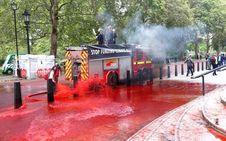 """""""Sangra"""" el Ministerio de Finanzas británico, activistas denuncian proyectos nocivos ambientales"""