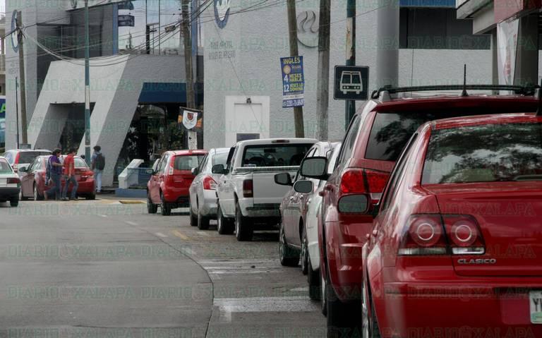 Abuso diario en estacionamientos particulares de comercios de Xalapa