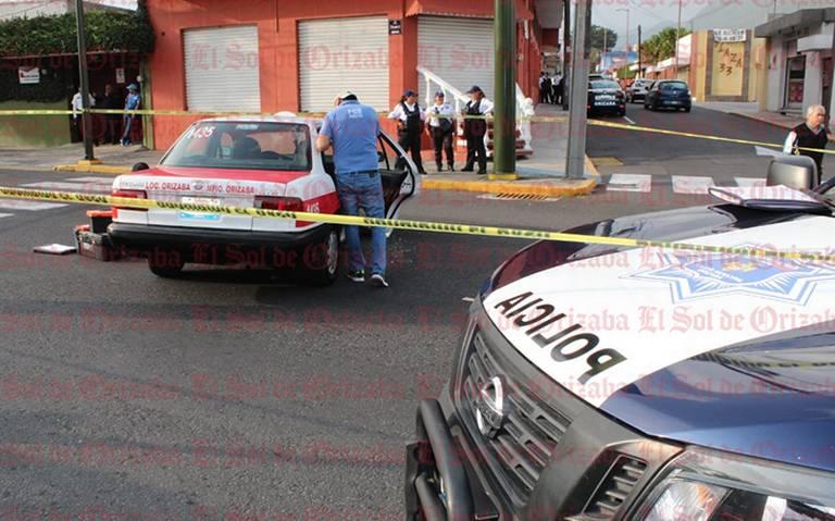 Testigos capturan en video el secuestro de mujer taxista