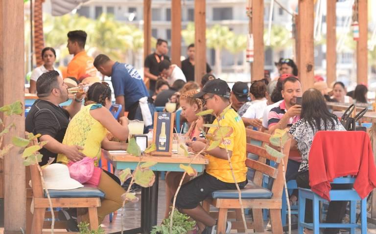 Cumplen restaurantes en Mazatlán con controles sanitarios