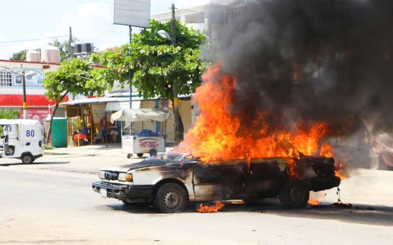 Tensión en Xaltianguis; enfrentamientos, detenciones y bloqueos en la carretera federal