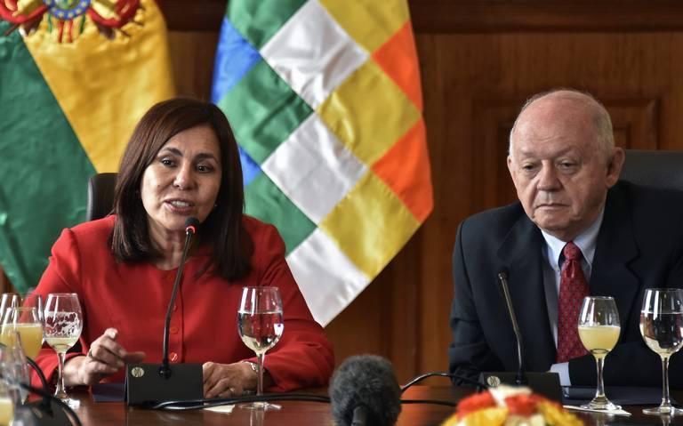 Bolivia descarta romper relaciones con México por exministros asilados