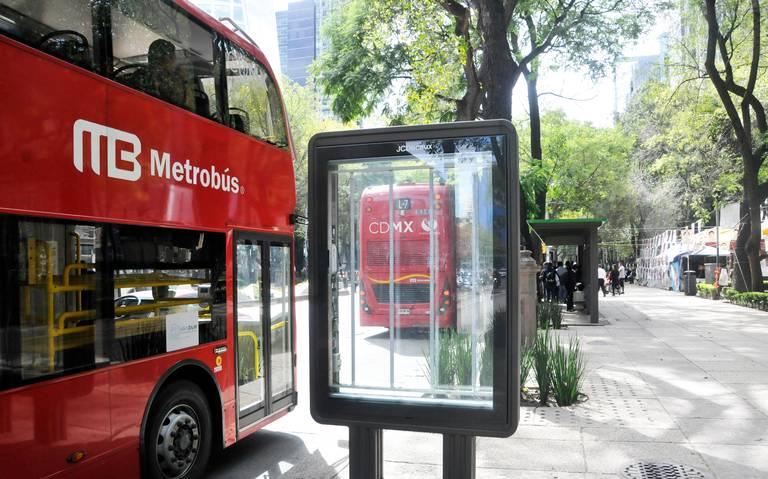 Rechazan vecinos publicidad en Línea 7 del Metrobús
